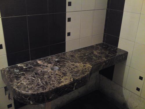 Плот баня - мрамор Emperador